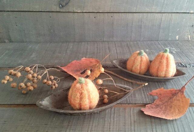 羊毛フェルトのハロウィンかぼちゃ(たて長)の画像1枚目