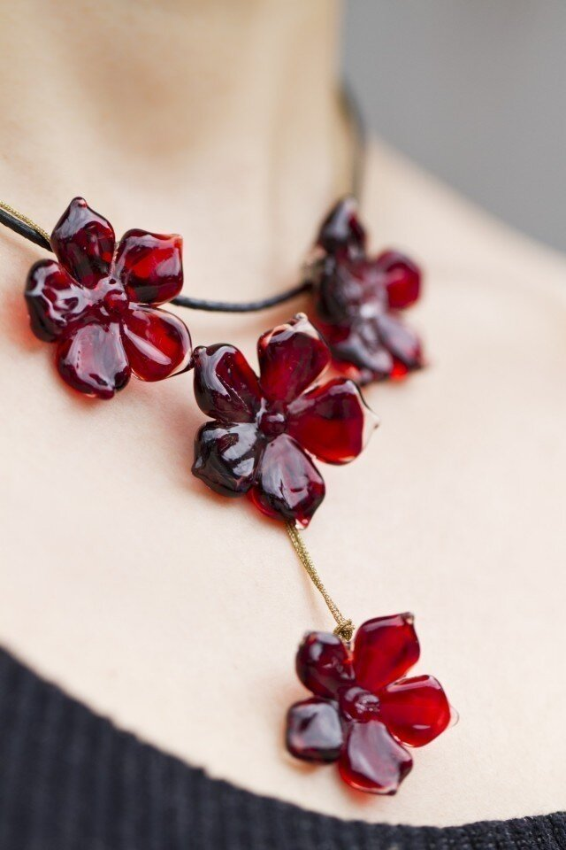 red flowers necklaceの画像1枚目