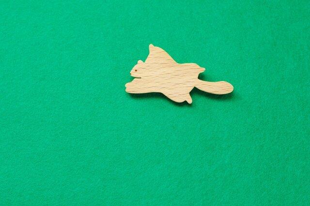 ムササビ 木のブローチの画像1枚目