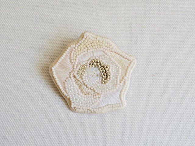【受注生産】白いバラブローチの画像1枚目