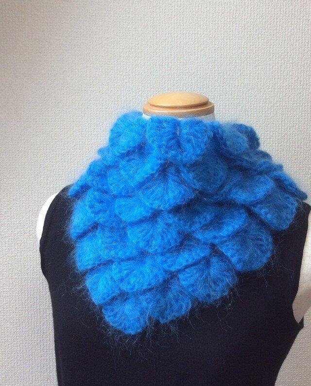 うろこ編みのサンカクミニマフラー 青猫の画像1枚目