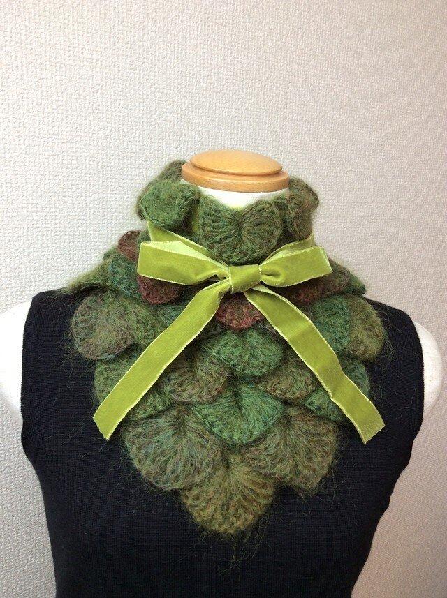 うろこ編みのサンカクミニマフラー うぐいす色の画像1枚目